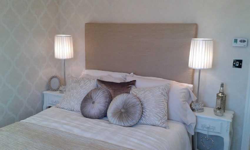 Спальня в светлых тонах — примеры оформления современного и красивого дизайна в спальне (140 фото)