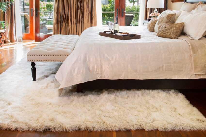 Ковер в спальню на пол — обзор новинок дизайна из каталога 2020 года (120 фото)