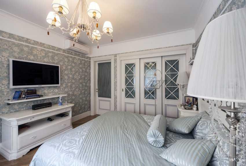 Телевизор в спальне: правила выбора, варианты размещения, высота телевизора от пола, фото дизайна